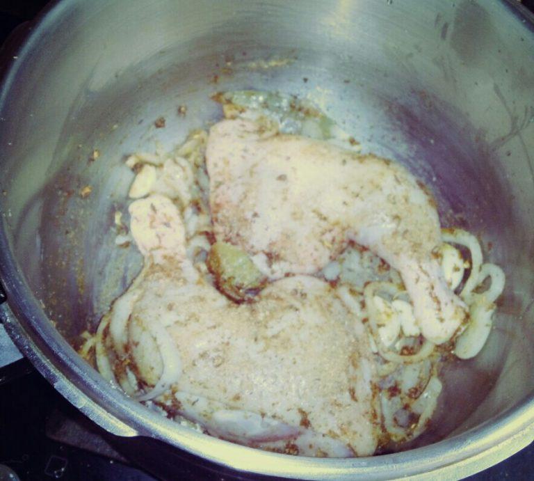 Pollo en salsa con especias