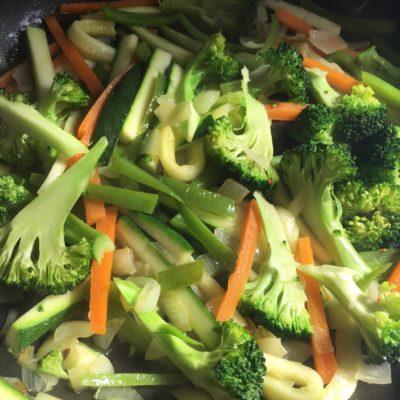tallarines de arroz con verduras